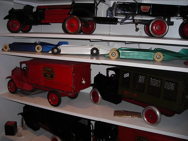 Pressed Metal Toys 109